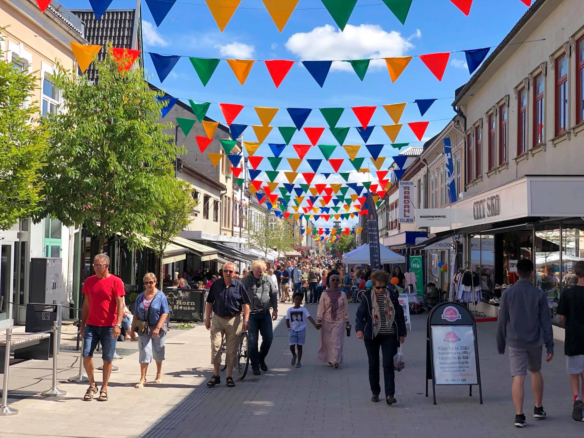Gågata i Sarpsborg under Festuka 2018. Foto.