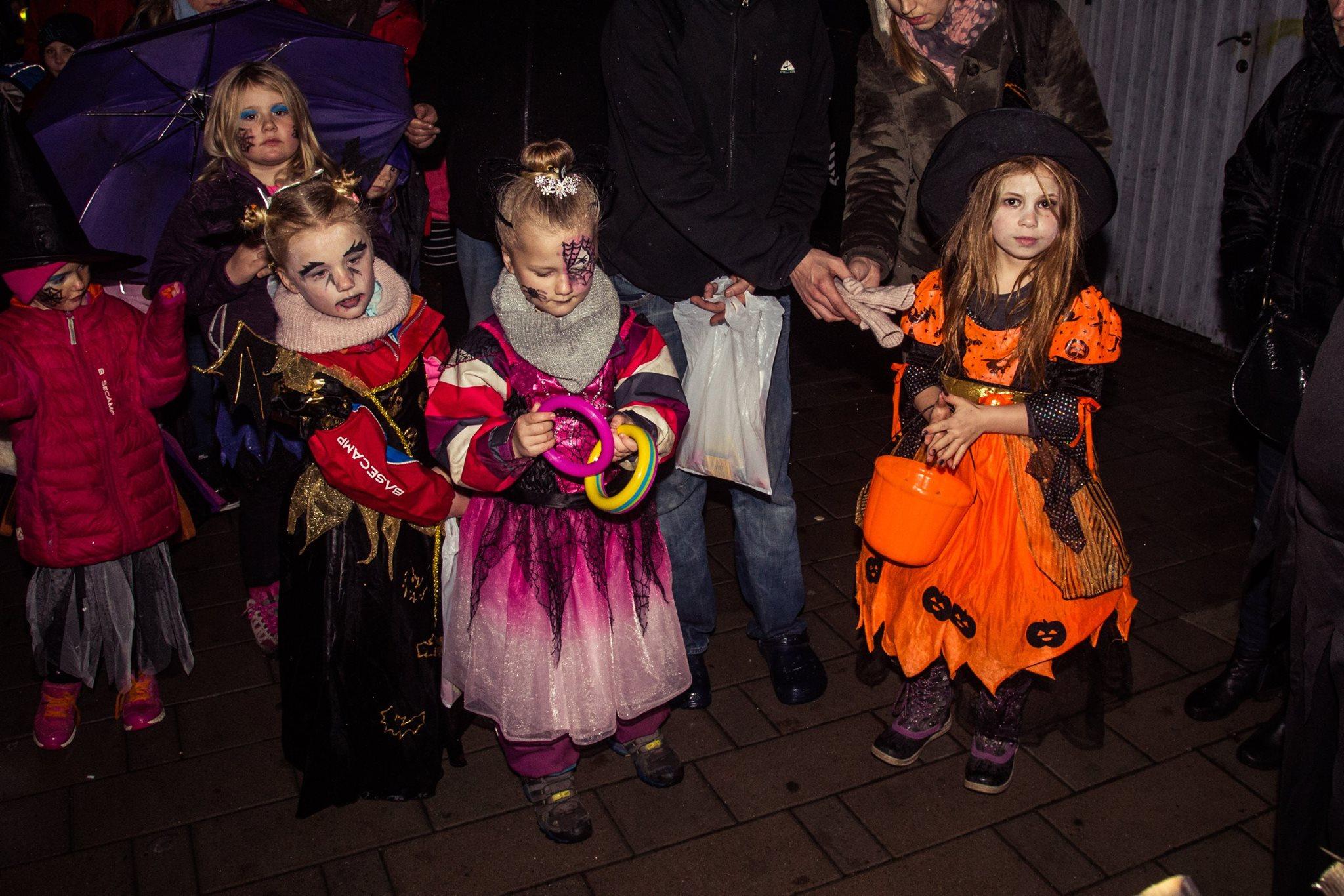 Utkledde barn under HalloVenn-arrangementet i Sarpsborg. Foto.